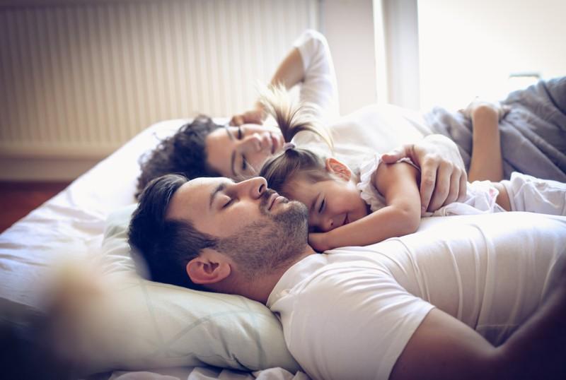 Kleinkinder fühlen sich mit ihren Eltern sicherer