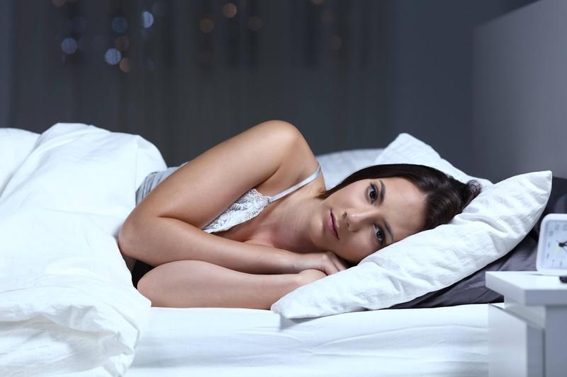 Auch zu wenig Schlaf kann dazu führen, dass man keine Pfunde verliert.