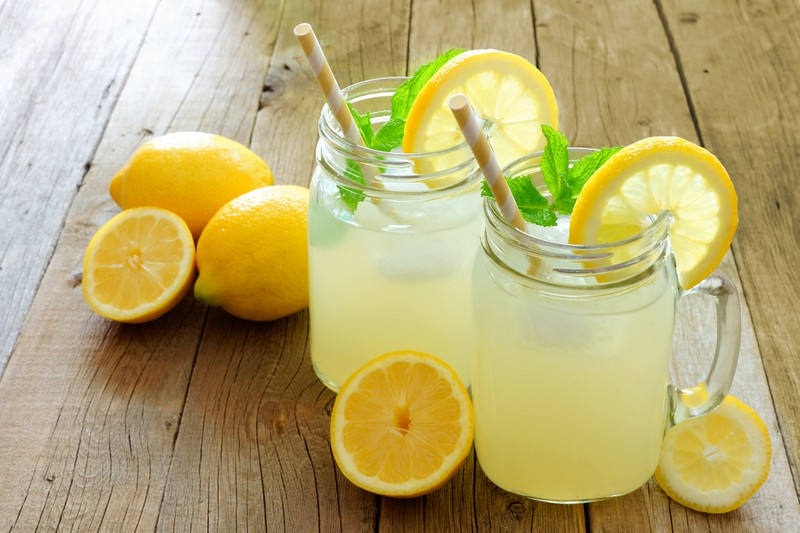 Frische Limonade, in hübschen Gläsern