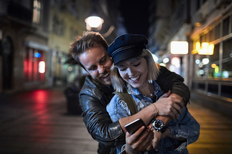 EIn glückliches junges Paar