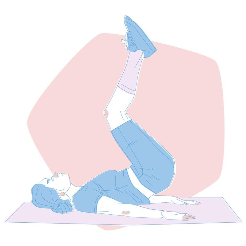 Die Übung Reverse Crunches, die den Bauch strafft