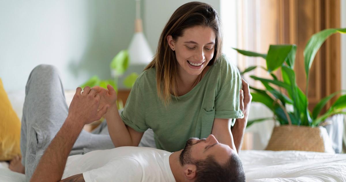 4 Phasen: So verlieben sich Männer in Frauen