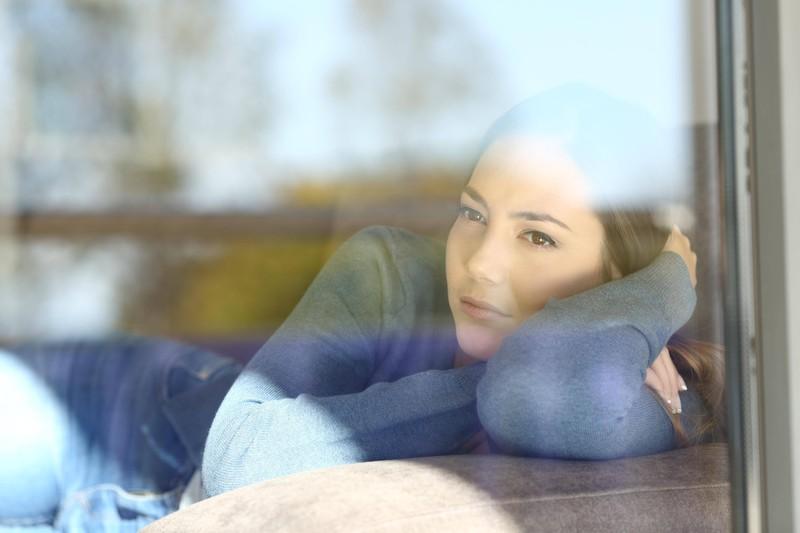 In der ersten Woche der 30-Tage-Regel, um über den Trennungsschmerz hinweg zu kommen, muss man das Selbstwertgefühl stärken.