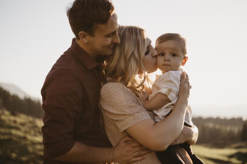 Eltern suchen nach dem perfekten Namen für ihr Kind mit einer tollen Bedeutung wie zum Beispiel gesund