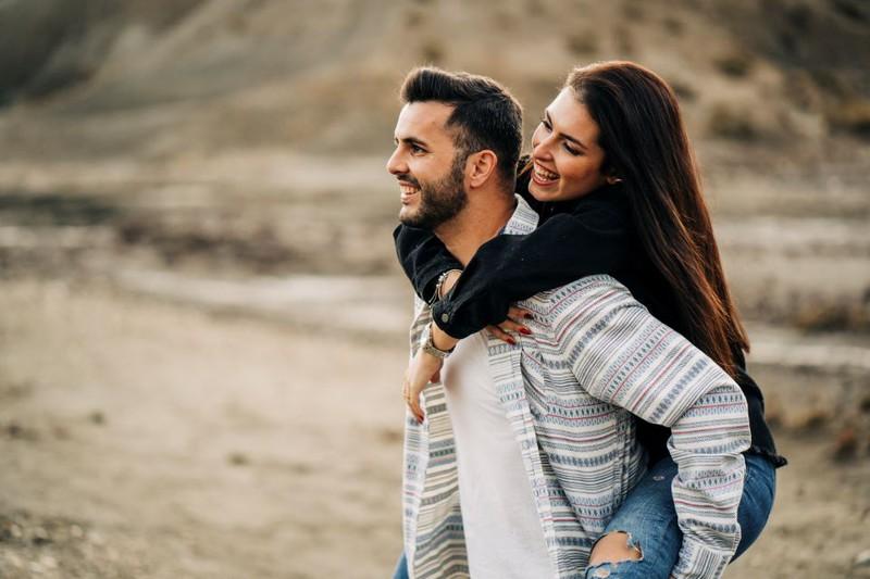 Ein glückliches und lebensfrohes Paar.