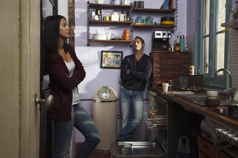 Ein Paar, dass auf diesem Foto sich in der Küche wohl gestritten hat.