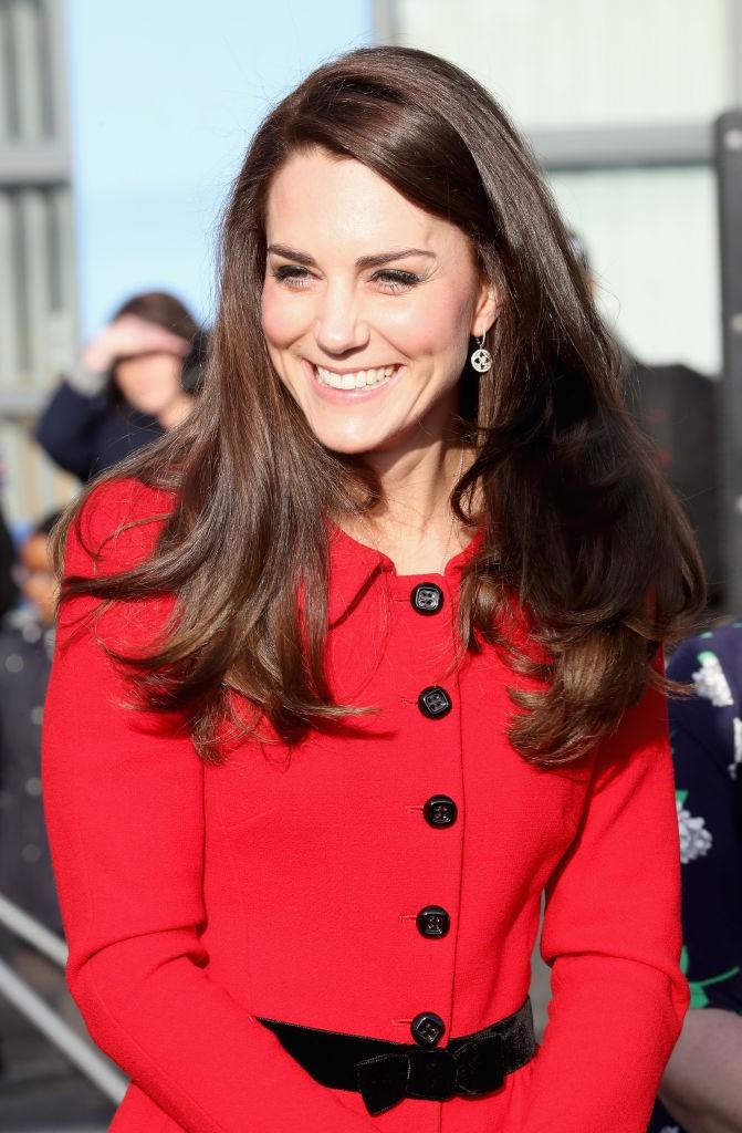 Die Herzogin kennt sich in Sachen Mode besser als viele anderen aus, daher weiß sie, dass die Farbe orange liebe nicht getragen wird