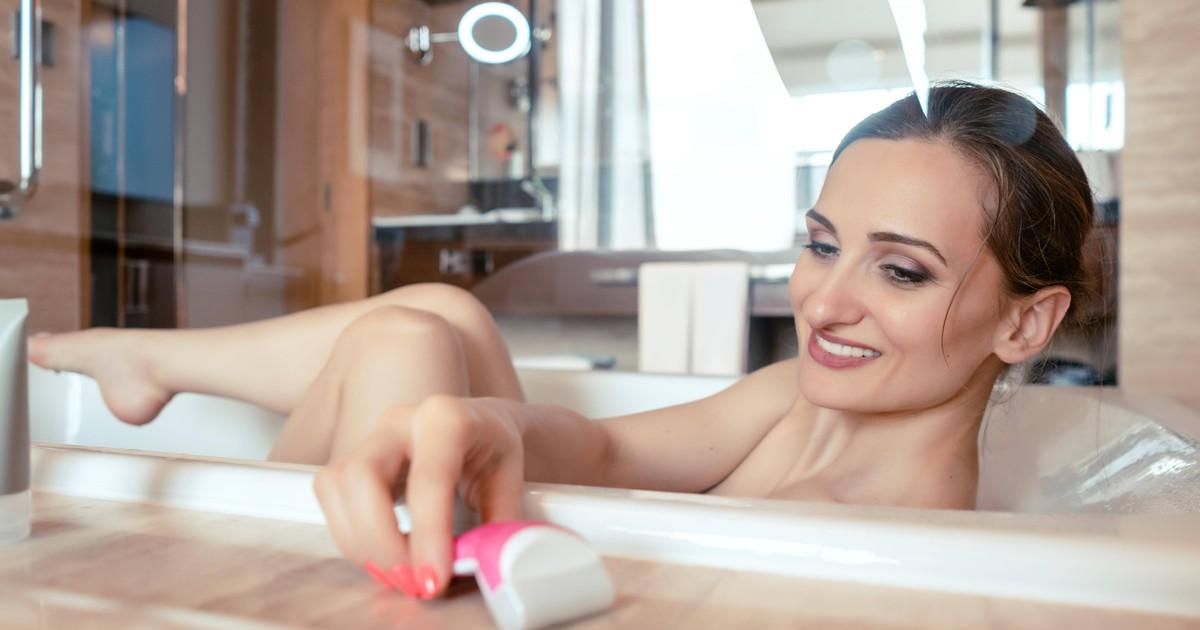 Viele machen den gleichen Fehler und lagern den Rasierer in der Dusche