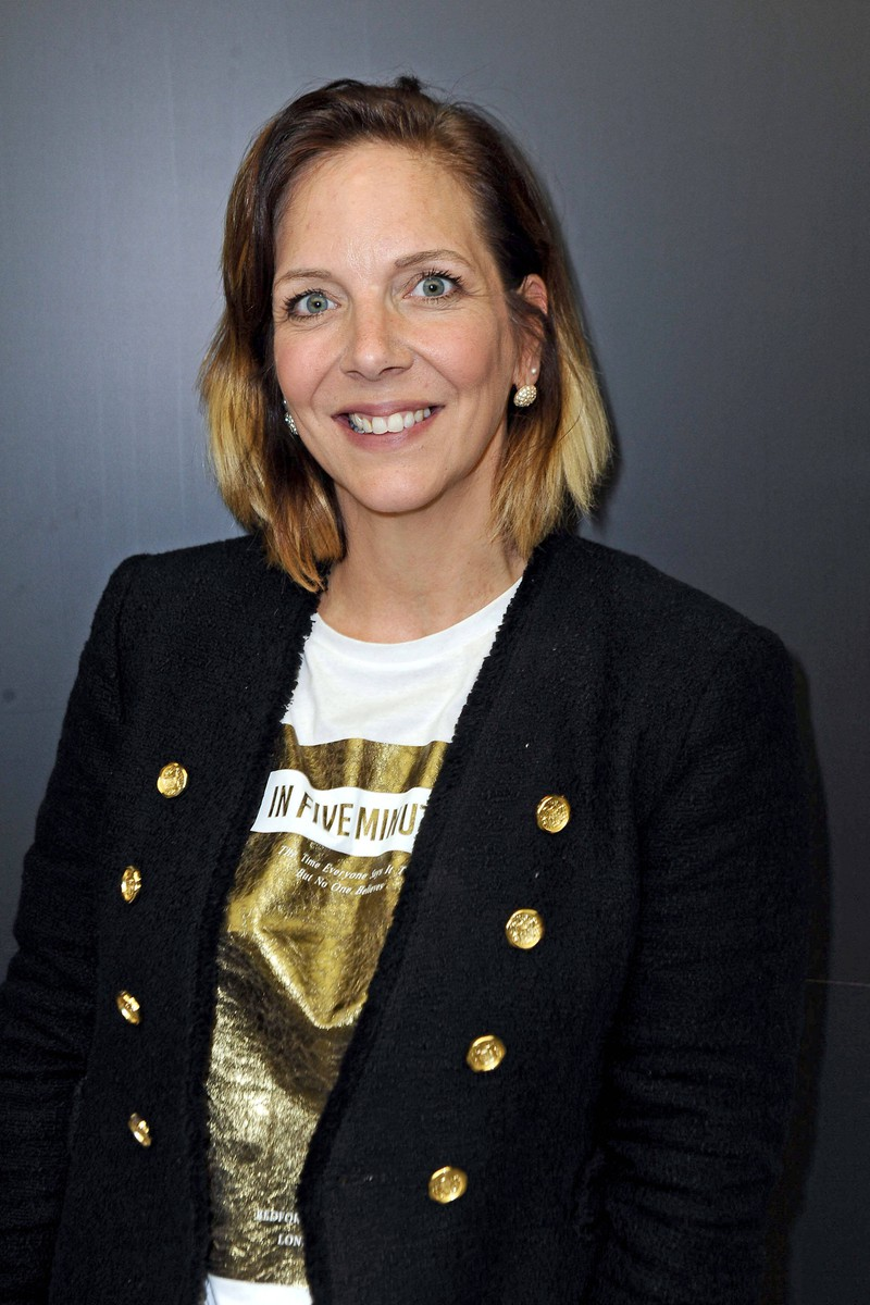 Man erkennt Daniela Büchner, die sich eine Typveränderung zutraut, weil sie im Dschungelcamp so viel über sich ergehen lassen musste