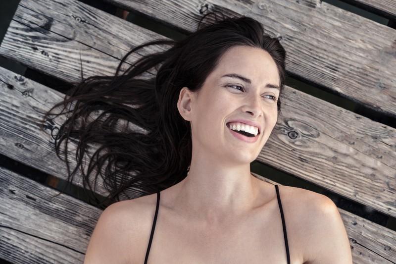 Ein selbstbewusstes Lachen bei Frauen finden Männer attraktiv