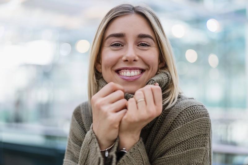 Männer mögen gepflegte Zähne bei Frauen