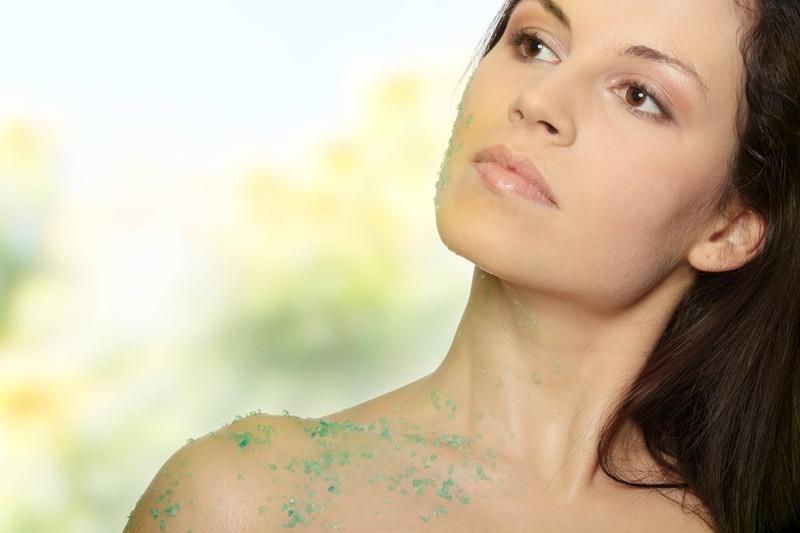 Peeling sollen helfen, um gegen die Unreinheiten der Haut vorzugehen.