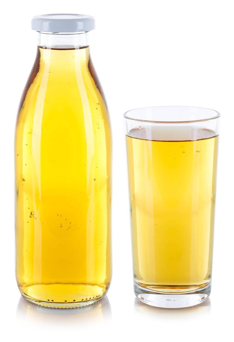 Klarer Apfelsaft wird oft mit Gelatine gefiltert und ist damit nicht vegan