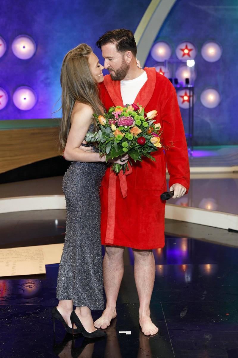 Michael Wendler und seine Freundin Laura Müller waren im TV Duell gegen Oliver Pocher zu sehen und haben haushoch verloren.