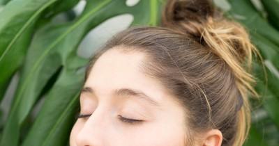 """Haare bändigen: 6 Tipps, wie du die """"Babyhaare"""" in den Griff bekommst"""