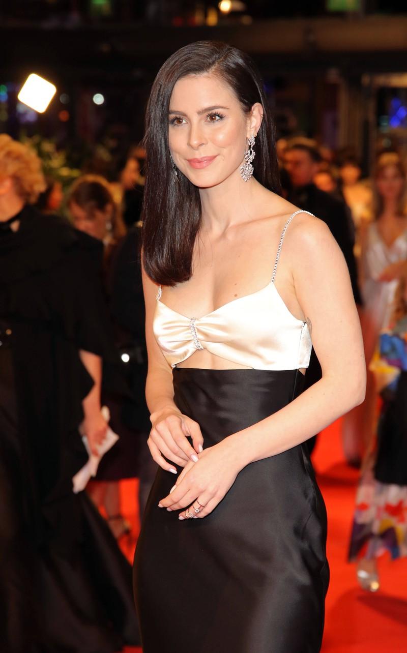 Lena überzeugt mit eleganten und chicen Outfits auf Events