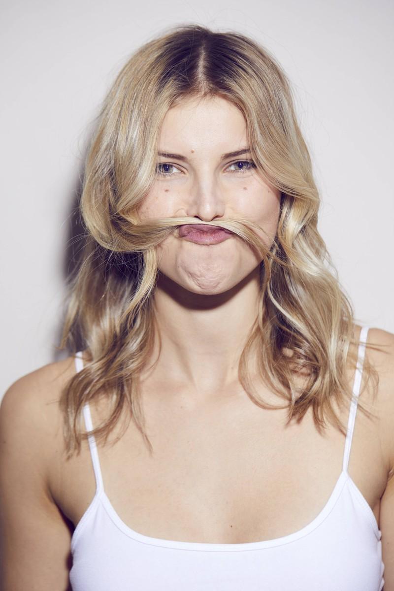 Haare wachsen gesünder und schneller, wenn man sie regelmäßig schneidet- zur Not auch selbst.