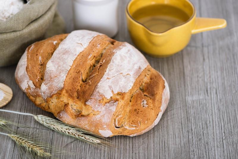 Flüssige Hefe kann man zum Beispiel beim Backen von Brot verwenden