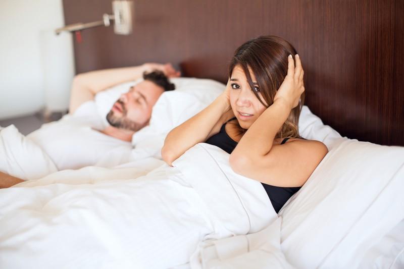 Wenn du lieber schlafen möchtest, als dich mit deinem Partner zu vergnügen, kommt das einer Art Abschied der Partnerschaft gleich.