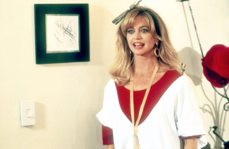 Goldie Hawn mit einer Schleife im Haar