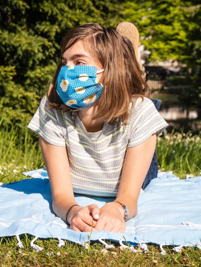 Bei Kindern ist der Umgang mit einem Mundschutz etwas schwieriger, aber auch zu schaffen.