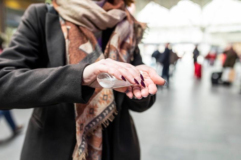 Überall sollten die Hände desinfiziert werden