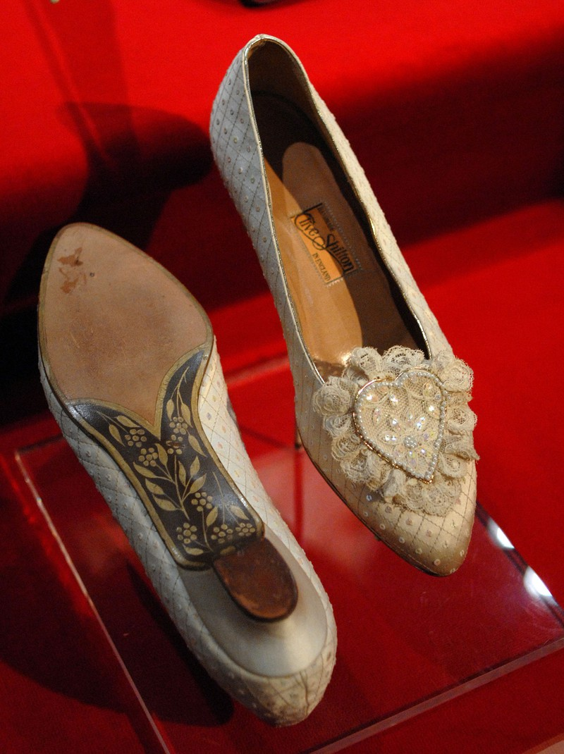 An der Hochzeit trug Diana ganz besondere Schuhe.