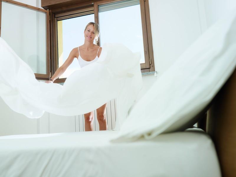 Ein weiterer Hygienefehler ist es, das Bett sofort zu machen