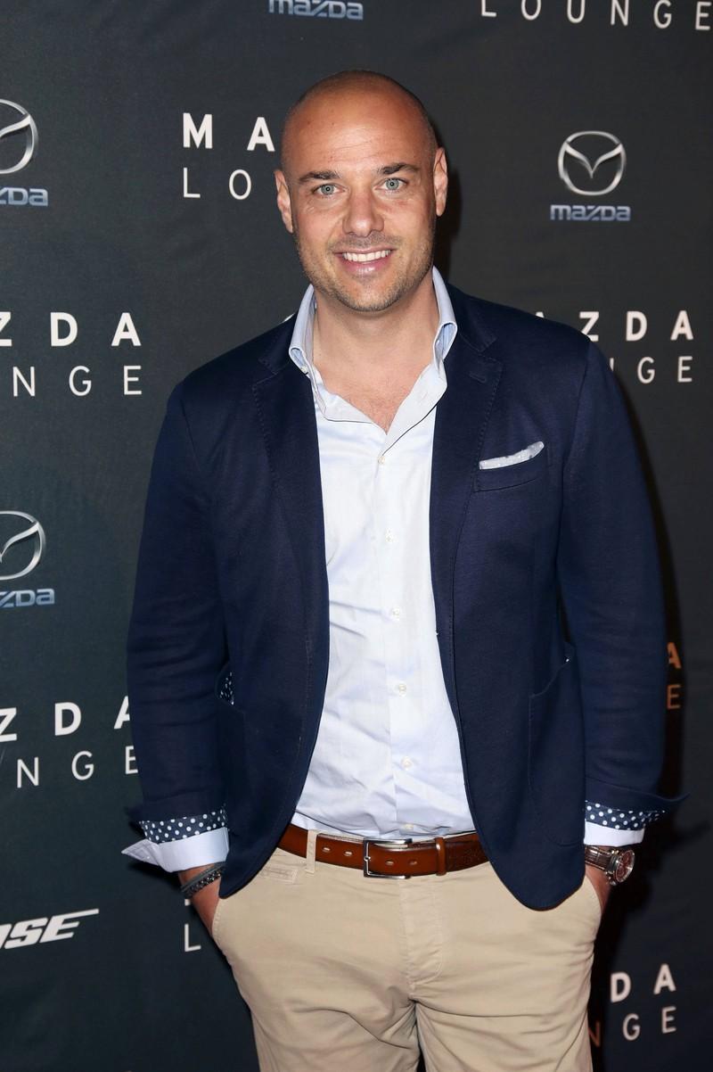 Ex Bachelor Christian Tews, der 2014 die letzte Rose in der Fernsehshow vergab und mittlerweile süße Zwillinge hat
