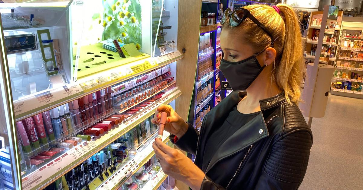 Trotz Maske: So schminkst du dich, ohne dass die Schminke verschmiert