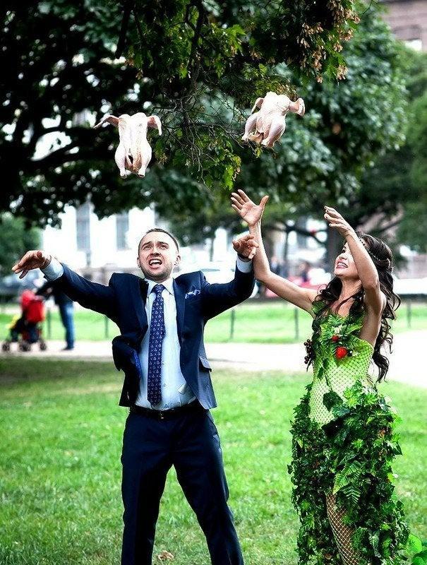 Das Brautpaar hat auf der Hochzeit keine Tauben freigelassen