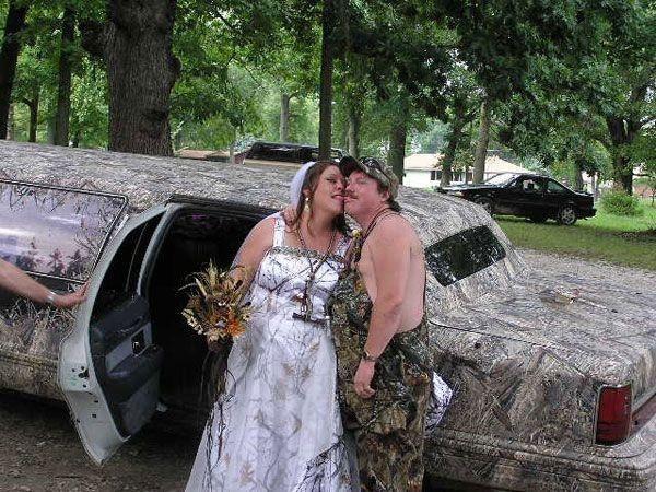 Das Brautpaar scheint einen sehr speziellen Geschmack zu haben.