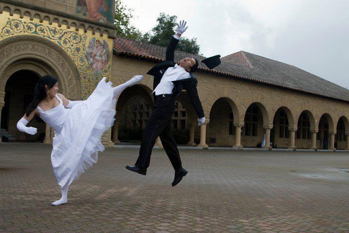 Dass ein Brautpaar seine Hochzeit mit einem Kickboxing Bild in Erinnerung behalten möchte, ist mehr als fragwürdig.