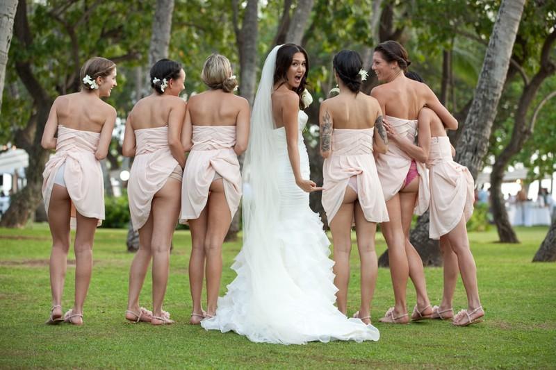 Die Kleider der Brautjungfern stecken fest.