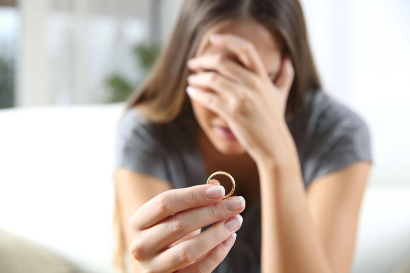 """Kurz vor der Ehe machen viele Männer mit ihrer Freundin Schluss, weil sie """"Torschusspanik"""" bekommen."""