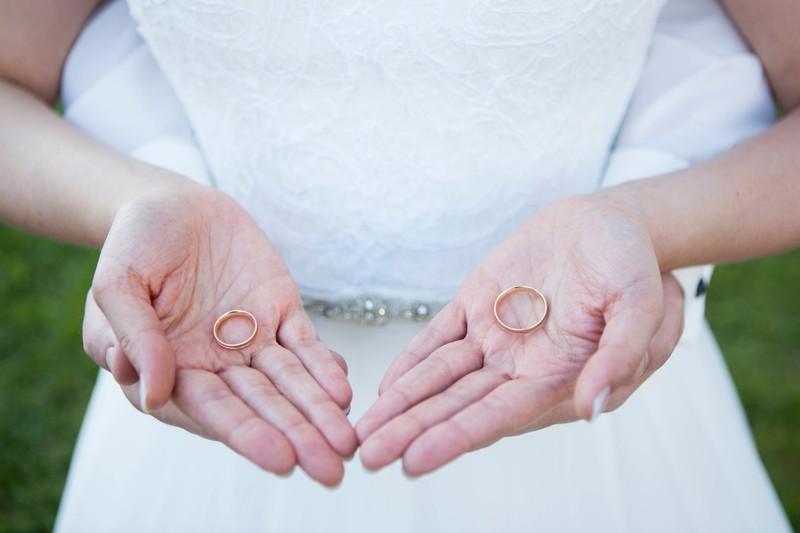 Wird der Ehering links oder rechts getragen?