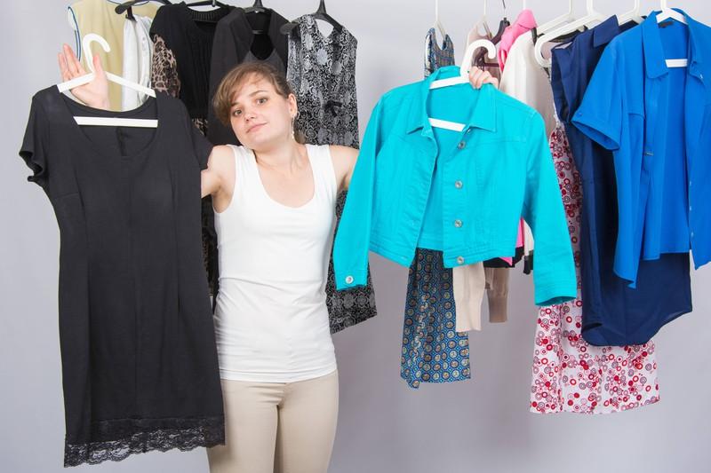 Viele Frauen schaffen es nicht, zu kleine Klamotten zu entsorgen.