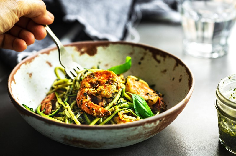 eine gute Alternative für Pasta ist Zucchini