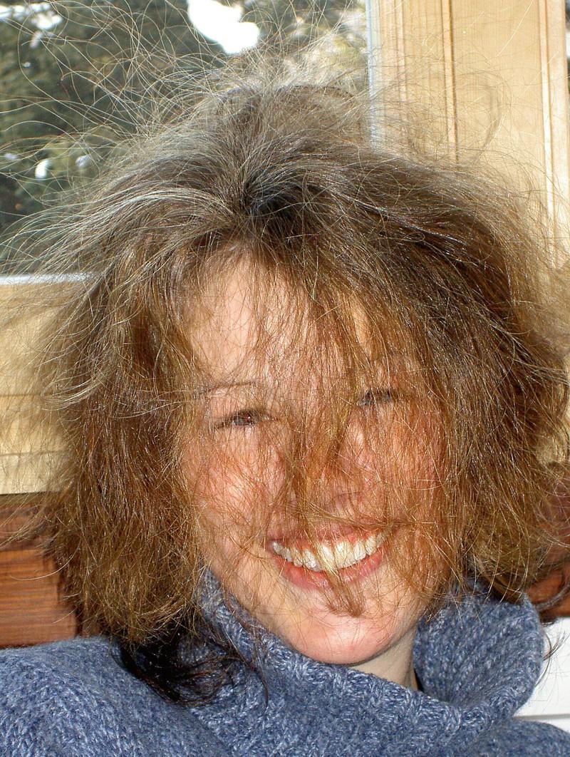 Aufgeladene Haare sind typisch für den Winter.