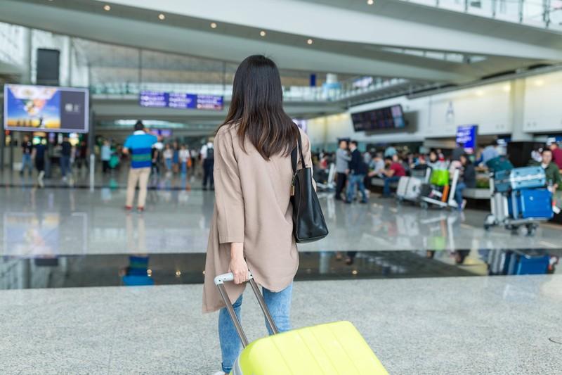Die Frau wurde am Flughafen von ihrem Internet-Date versetzt, konnte aber bei Freunden unterkommen