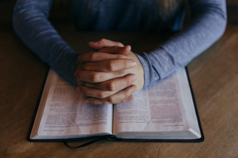 Eine Frau, die eine Trennung vollzog, weil ihr im Traum Gott erschienen ist
