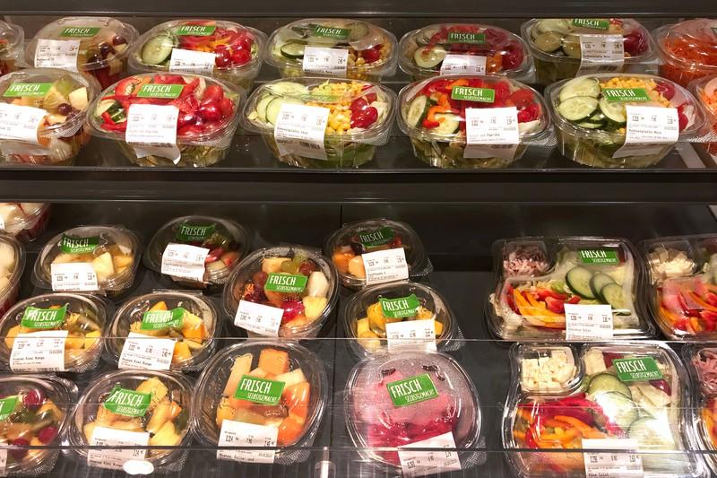 Abgepackte und vorgewaschene Salate, unerhitzte Sprossen und Keimlinge sind leider auch taubu.