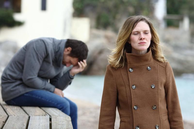 Der Frau tut es leid, der Beziehung so sehr geschadet zu haben, wie mit dem NoGo-Satz.
