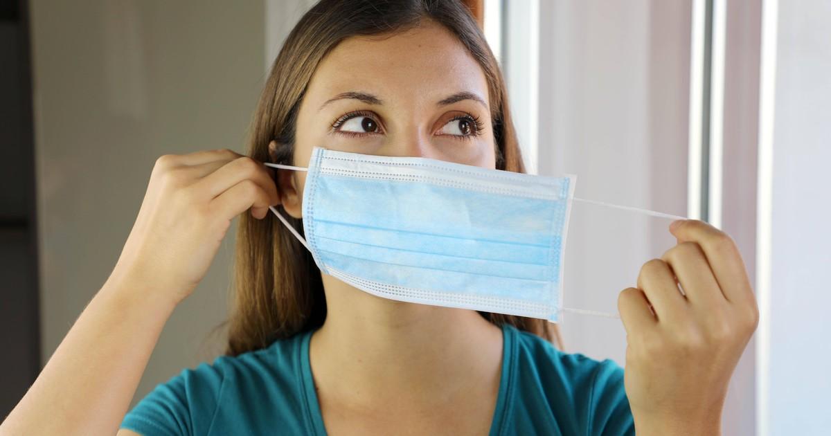 Hautprobleme und Pickel durch die Maske: Was hilft?