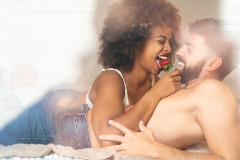 Ein Paar kann im Bett abnehmen, wenn es die richtigen Stellungen wählt