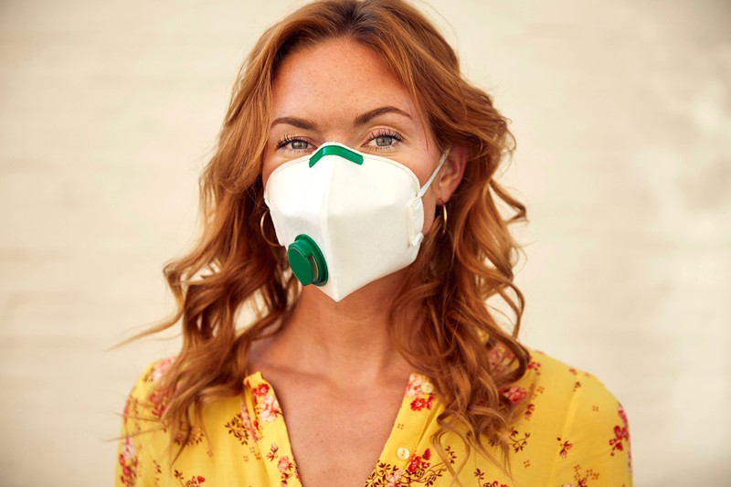 Bei langen Haaren muss man ebenfalls darauf achten, dass die FFP2 Maske weiter schützt