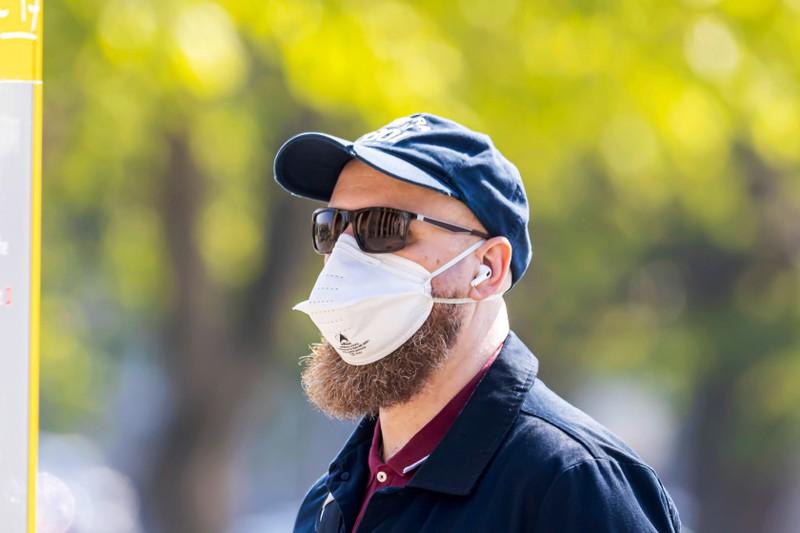Wegen der FFP2-Maske müssen Männer sich den Bart abrasieren