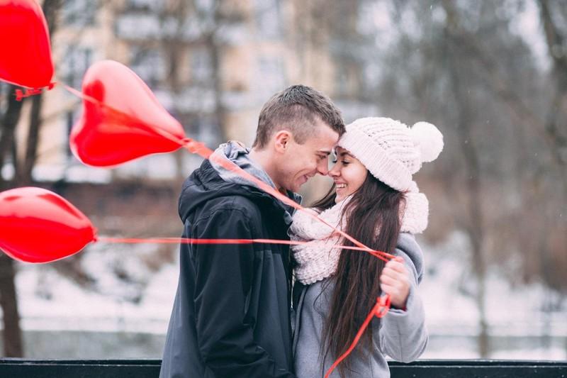Mit der richtigen Kleidung wird der Valentinstag an der frischen Luft perfekt.
