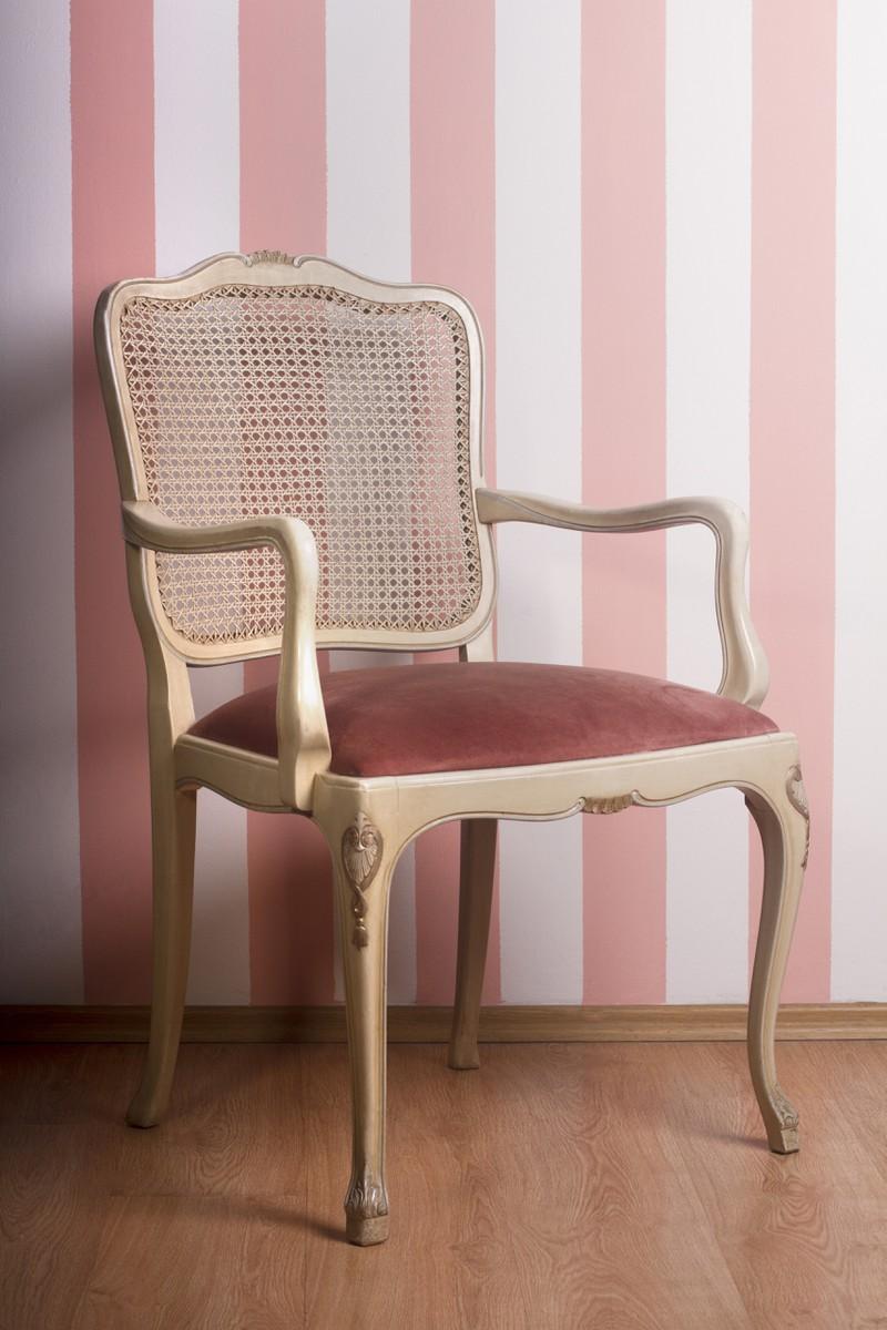 Ein Stuhl bzw. Sessel, der kostenlos umdekoriert und verfeinert werden kann