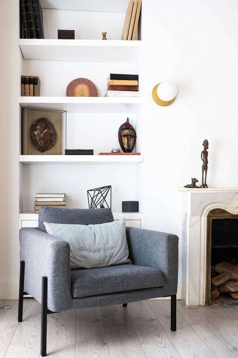 Eine Wohnung, in der die Dekoration neu arrangiert werden soll und kann
